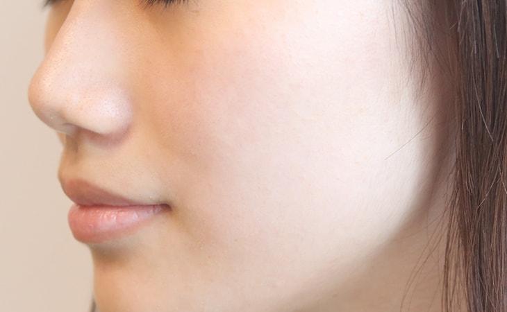使用Astalift White艾詩緹美白化妝水示意圖