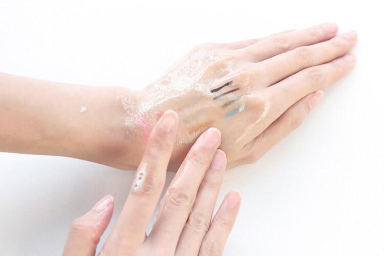 肌純從泡泡慢慢地變成美容油般的液狀