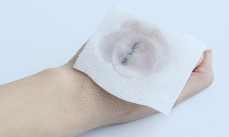 卸妝水擦拭手背彩妝1